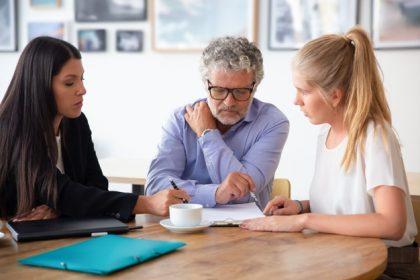 Mirasbırakanın eski işverenine karşı açılan işçilik alacakları davasında tüm yasal mirasçılar birlikte hareket etmek zorundadır